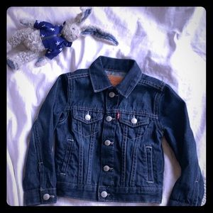 Perfect  in shape jean jacket size 3 Levi classic